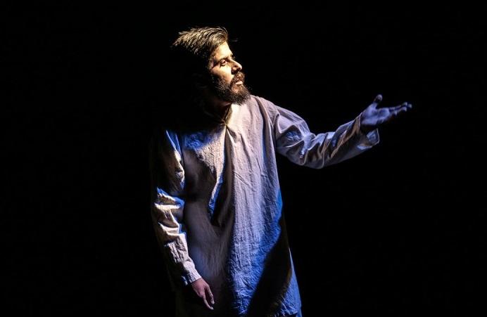 تماشاخانههای خصوصی تنها جیب سلبریتیها را پر میکنند/تئاتر امروز تبدیل به گیشه و کلیشه شده است