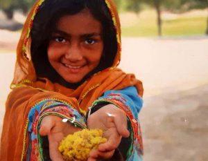 کودکانی که بخاطر داشتن مدرسه عکسهایشان را میفروشند!