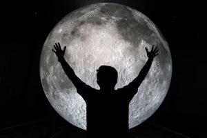 ماه را به زمین آوردند!